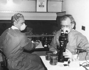 Les scientifiques à l'origine de la découverte de la bactérie legionella pneumophila